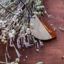 Wisiorek z żywicy i drewna...