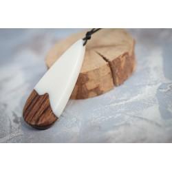 Wisiorek - żywica i drewno...