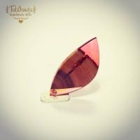 """Odrobina różu jeszcze nikomu nie zaszkodziła nawet jeśli ma się alergię na księżniczki z bajek Disneya.  Kolejny wisiorek z serii """"Leafs"""" inspirowany naturą.  #tawandapl  #tawandajewelry #gervee  #resinjewellery  #resin  #artresin  #resinandwood  #handmadejewelry #handmade #handmadejewellery #krakow  #kraków #poland"""