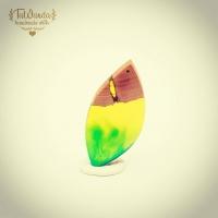 """Kolejny wisiorek z serii """"Leafs"""" inspirowanej naturą.  Zapraszam na Allegro albo do sklep.tawanda.pl   TaWanda.pl poleca się!  #tawandapl #tawandajewelry #resinjewellery #resin #handmadejewellery #handmadejewelry #handmade #gervee #krakow #kraków #resinart #resinandwood  #leafs"""